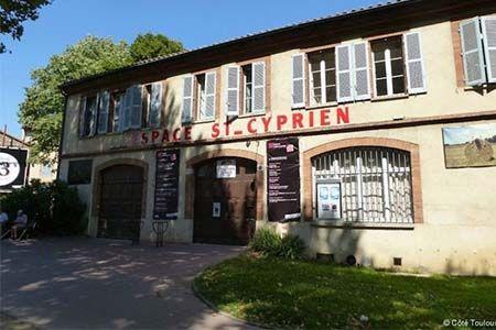 façade de l'espace culturel Saint Cyprien à Toulouse