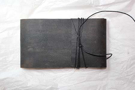 couverture en cuir du livre d'artiste de Viviane Michel