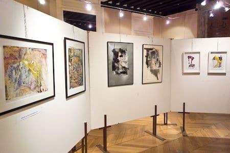 L'artiste Viviane Michel participe au salon de papier 2019 à Étampes (Éssonne)