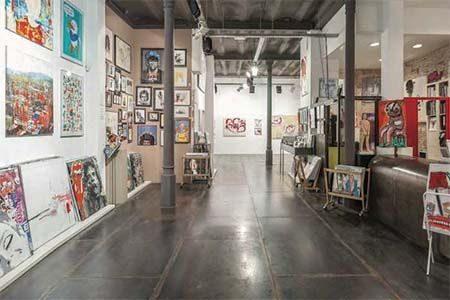 intérieur de la galerie artevistas à Barcelone