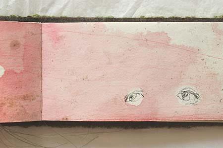 illustration à l'encre rouge diluée d'un livre d'artiste