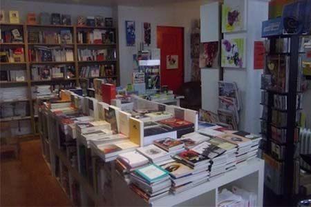 aperçu des rayonnages de la librairie Le festin nu