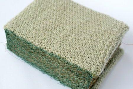 couverture en laine tricotée du livre d'artiste